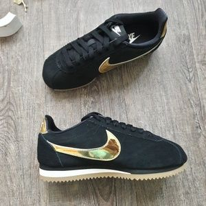 finest selection ac8b2 ca131 NEW Nike Classic Cortez LE NWT